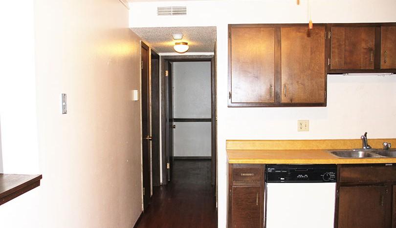 westwood-apartments-kitchen-hallway
